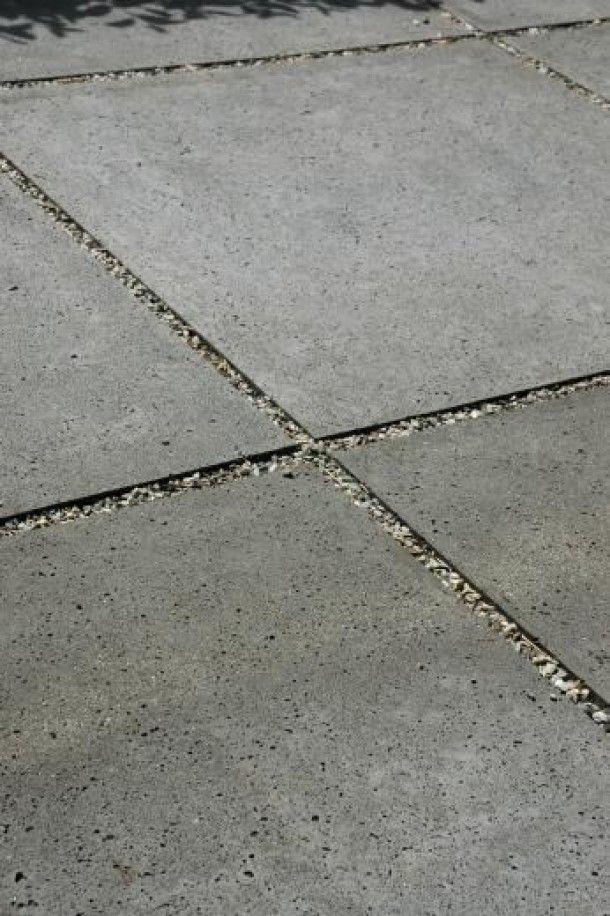tuin-ideeën   grind tussen beton tegels Door Pleuntjesblog