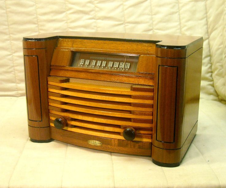 Old Antique Wood Air King Vintage Tube Radio - Restored & Working Deco Table Top