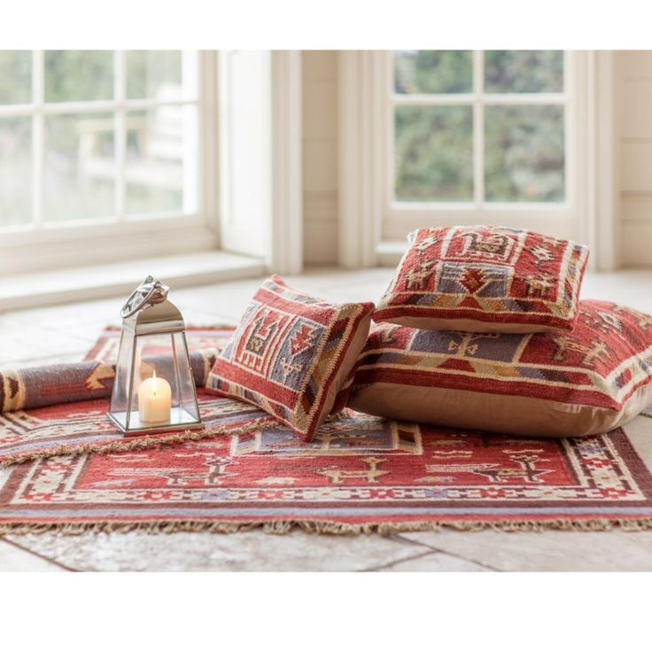 Using traditional techniques, these Bird Kilim rugs are hand-loomed and hard-wearing. They set off your room with deep rich colours and tribal patterns
