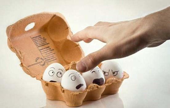 Aquí algunas opciones para todos aquellos que no pueden acercarse al huevo, ni siquiera en la repostería.Cuando se es vegano, o alérgico al huevo, ciertos territorios de la cocina como los panes y pasteles parecen un sueño lejano. Pero en realidad no lo son. Lo que hay que saber es cómo sustituir el huevo en cada ocasión.