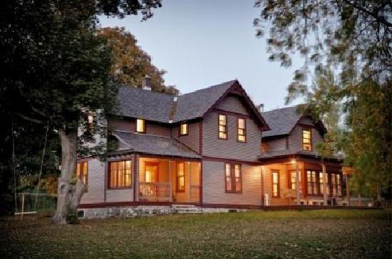 Hillside Homestead Historic Farmstay - Suttons Bay, Michigan
