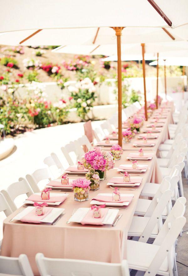 Tischgedeck der Hochzeit in Rosa.
