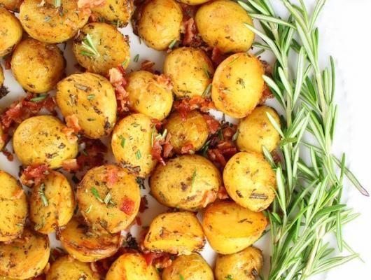 Smoky Salt and Vinegar Roasted Potatoes | baby Yukon gold potatoes, cider vinegar, smoked salt, fresh rosemary & bacon. Tangy, smoky & addicting!