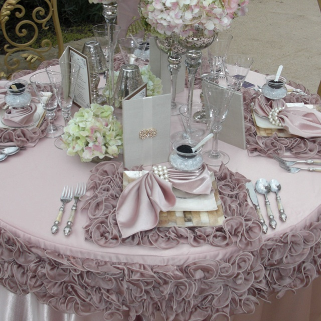 Ruffled Placemats And Table Cloth
