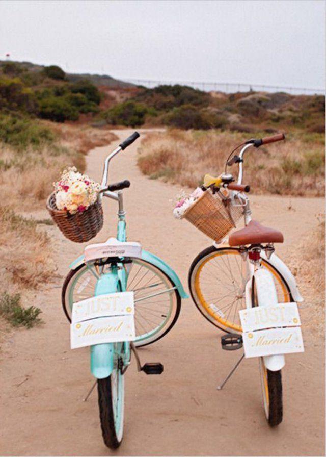 Des vélos de mariés à la place d'une voiture