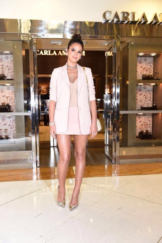 Bruna Marquezine brilha mais que joias em joalheria no Iguatemi SP