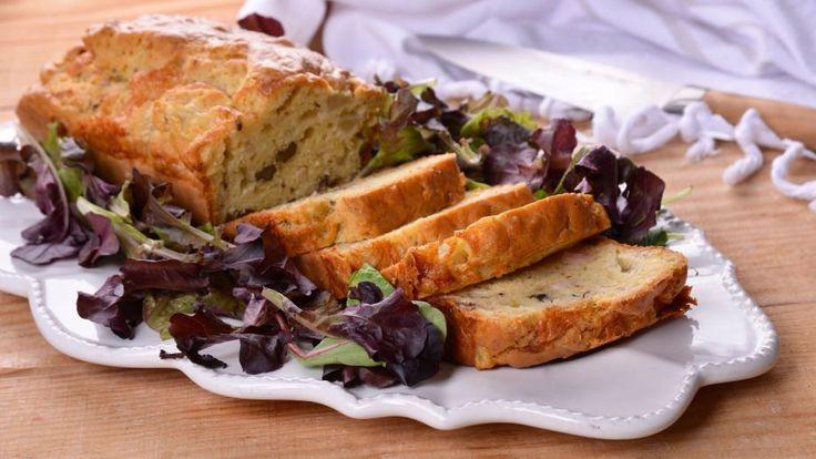 Cake de jamón, gorgonzola, peras y nueces (Bizcocho) - Elena Aymerich - Receta - Canal Cocina