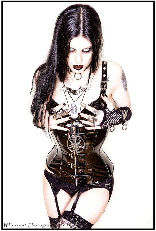 Love that corset. Looks very similar to one from Gallery Serpentine.