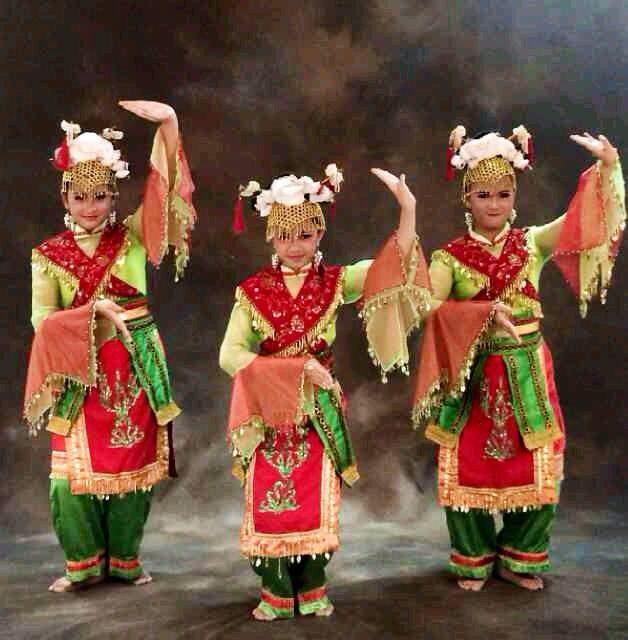 Traditional Lenggang Nyai Dance From Betawi/Jakarta, Indonesia