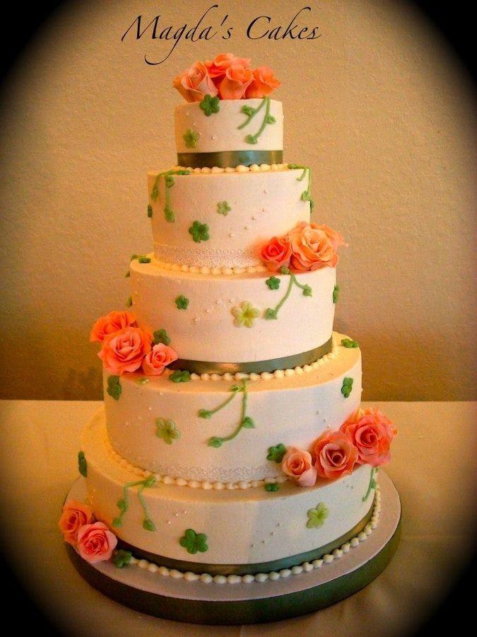 12 10 8 wedding cake