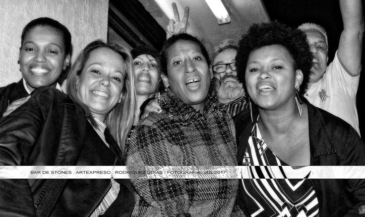https://flic.kr/p/XiyKsF | Bar de Stones . BH . Artexpreso  33 | Una noche en el Bar de Stones / Sorrisos do Brasil . Artexpreso . Jl Rodriguez Udias . Fotografia Emocional . *Photochrome Artwork / Belo Horizonte, 28 Jul 2017.. #artexpreso Site: rodudias.wix.com/artexpreso