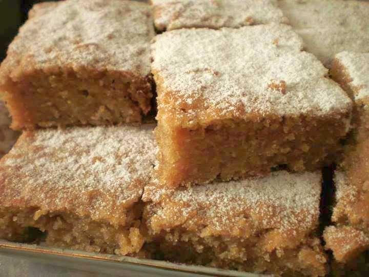 Recept za ovaj brzi kolač sa jabukama podelila je sa nama fb stranica Snežana-majstorije Požarevac. Hvala Vam Snežana! Sastojci: 3 čaše rendanih jabu