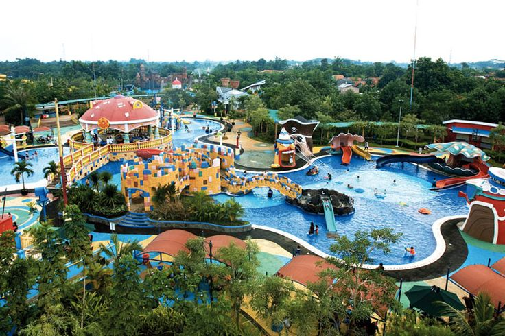Amidst the heat of Tangerang City, Ocean Park Water Adventure in BSD City is ready to soak you in many fun water activities.