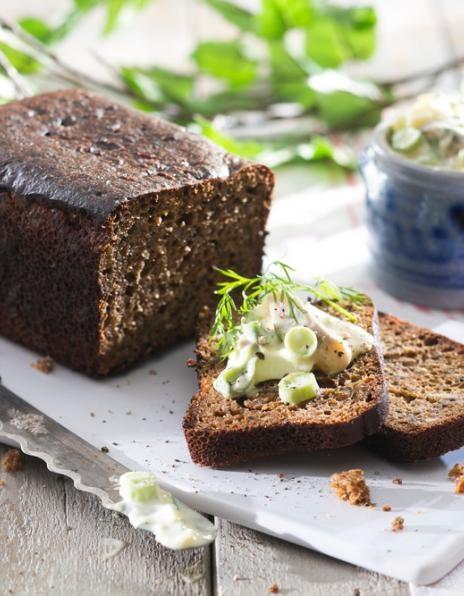 Silli-munakastike | K-ruoka  Tämä paksuhko kastike on oiva makupari uusien perunoiden tai leivän kanssa.