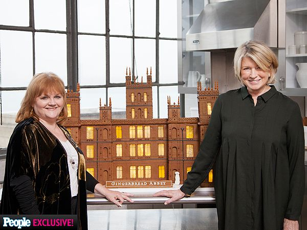 PHOTOS: Martha Stewart Makes Gingerbread Version of Downton Abbey for 'Mrs. Patmore' http://greatideas.people.com/2014/12/18/martha-stewart-lesley-nicol-gingerbread-downton-abbey/?xid=socialflow_twitter_greatideas