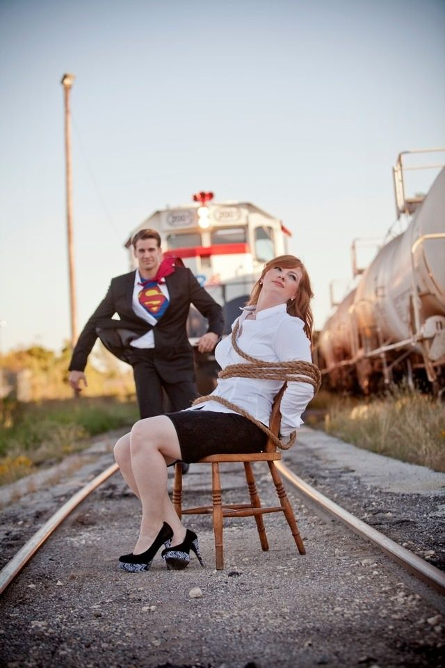 What a fun engagement photo idea! (And the dude in this looks like Chris Evans... Lucky gal)