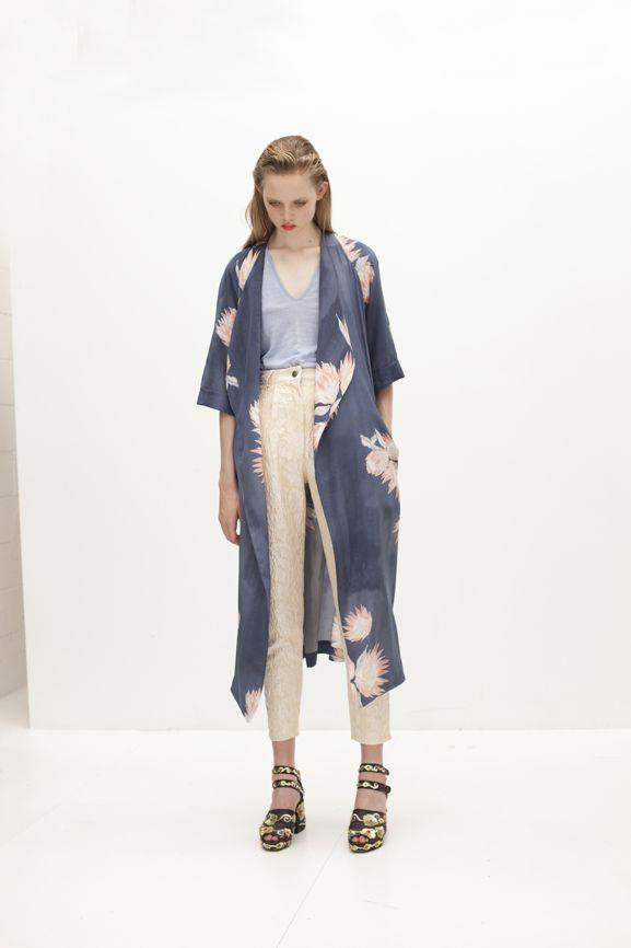 les 25 meilleures id es de la cat gorie kimono femme long sur pinterest zara femme kimono. Black Bedroom Furniture Sets. Home Design Ideas