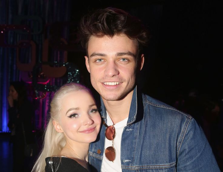 "Fans Have No Doubt That Dove Cameron Is Dating Her ""Descendants 2"" Co-Star Thomas Doherty - Seventeen.com"