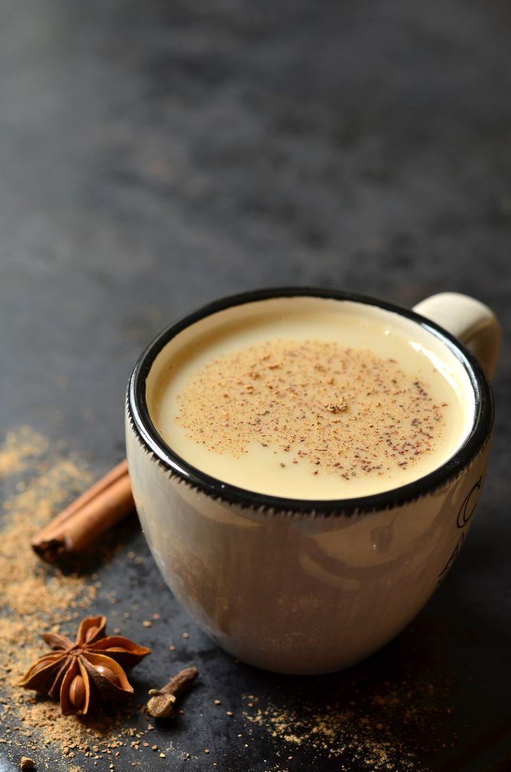 { vegansk & mælkefri} Chai latte smager lidt af småkager- enform for 'kagedrik'. Chai-krydderierne virker antiinflammatorisk på din krop. Antiinflammatoriske krydderier indeholder højemængder af antioxidanter, der fremmerkroppens egen evne til 'bekæmpe' betændelsestilstande....