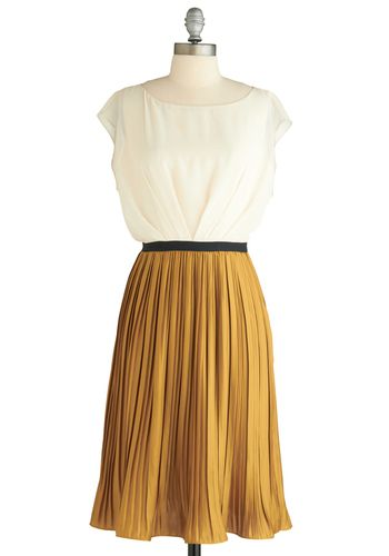Pleated dress >> great for an evening out! Love this!