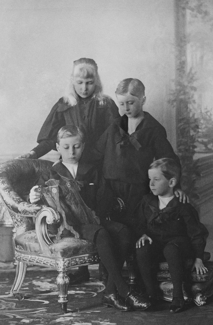 The children of Prince and Princess Henry of Battenberg, 1897 [in Portraits of Royal Children Vol.43 1896-1897] | Royal Collection Trust