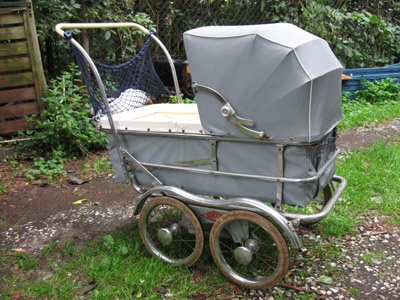 kinderwagen uit de jaren 50: 2 v onze kinderen sliepen er in 2003 en 2007 in!