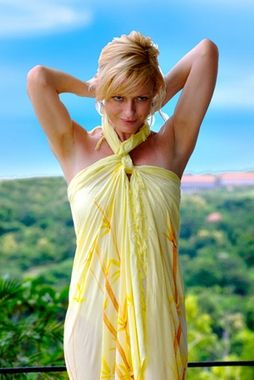 How to Tie a Sarong – A Simple Guide for Various Styles