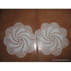 réf 0645 Lot Napperon Crochet Fait Main - Blanc - Diamètre 15 - 3.00 Euros