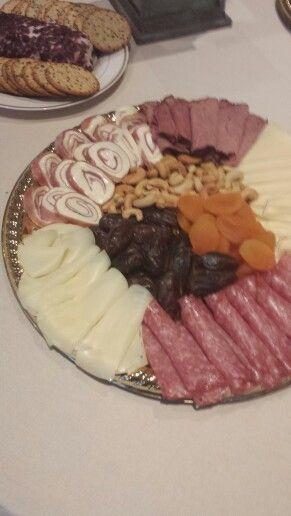 Charola de carnes frias y quesos