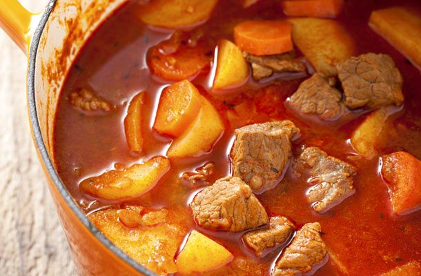 A hagyományos alföldi gulyásleves receptje | femina.hu