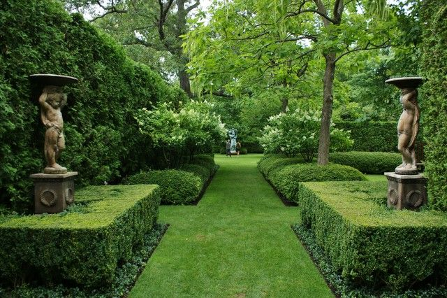 muffytakesmanhattan:  (via Formal Garden Design - traditional - landscape - chicago - by www.KarlGercens.com)