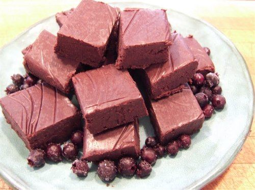 Saskatoon Berry Fudge (makes ~12-15 squares)  1/2 cup coconut oil 1/2 cup creamed honey 3/4 cup cocoa powder  1 tsp vanilla extract  1 cup Saskatoon berries