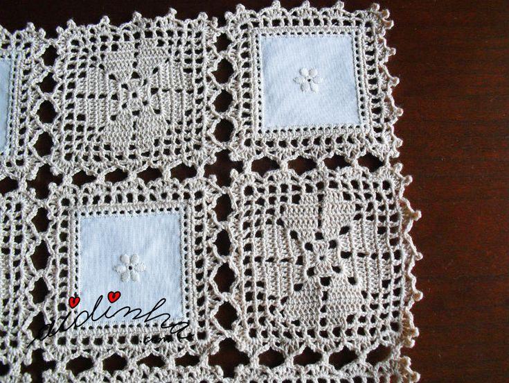 Foto dos quadrados de crochet e linho