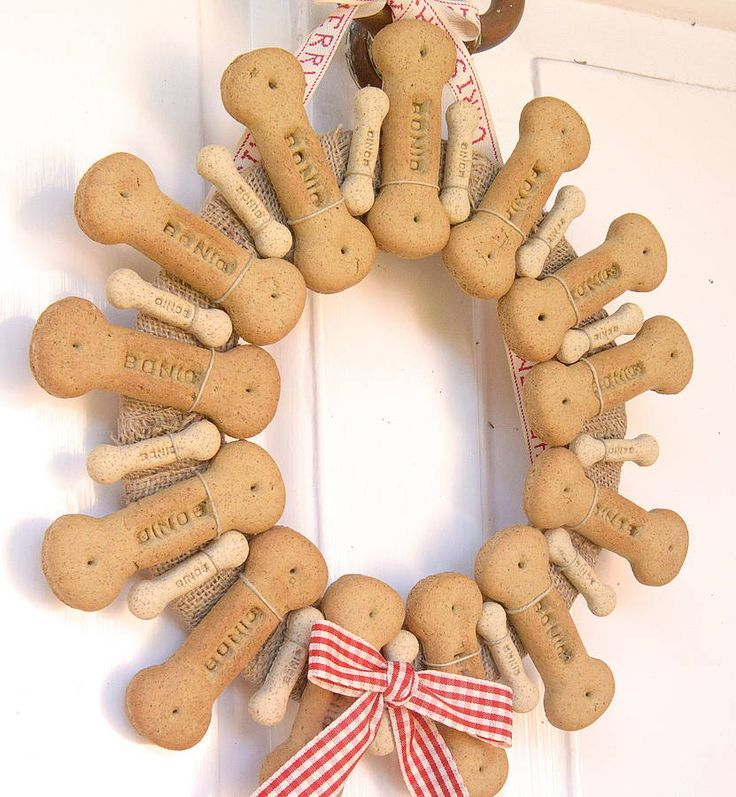 dog biscuit wreath - to cute u can get all your supplies front the dollar store.
