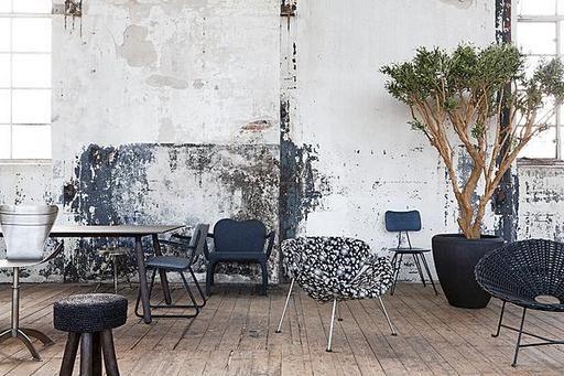 Zwart, als een uitroepteken in je huis: Met zwarte stoelen of een zwarte tafel maak je een statement.