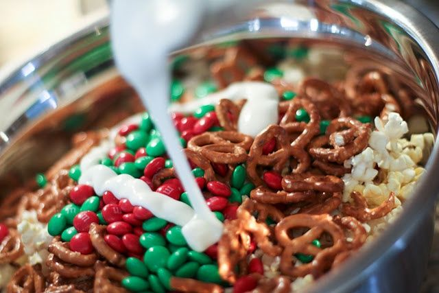 Holiday popcorn snack very good easy to make and the for Some good christmas treats to make