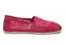 This is what I want now. Toms crochet classic shoes. In fuchsia.