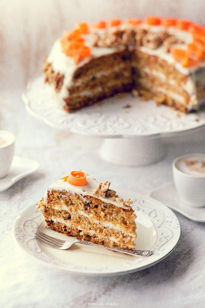 Tort marchewkowy z kremem śmietankowo-kokosowym.