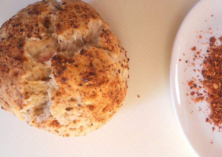 El pan mapuche es un exquisito pan a base de harina,manteca y sal más ají merkén. El merkén es tradicional en la cocina mapuche y muy usado a nivel nacional de Chile. Su preparación está hecha a pa…