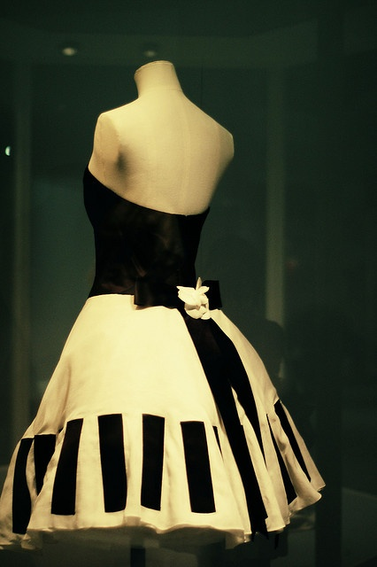 """One of Nora Blackbird's summer favorites is the famous """"piano dress"""" by Karl Lagerfeld for Chanel, 1987. On a rainy day, would she take her red umbrella or the black and white polka dot?"""