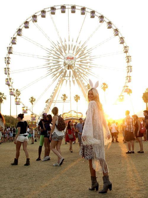 #Coachella2015 #ellelovesmusic #zinindezomer Festival Fashion Repinned by www.livewildbefree.com