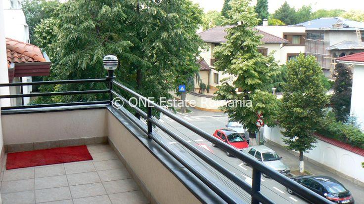 ONE Estate va prezinta spre inchiriere apartament 4 camere Primaverii , str Herastrau , zona rezidentiala de lux (resedinte ambasade), linistie si siguranta.  Apartamentul se afla in imobil construit in 1998, cu regim de inaltime p+3, un etaj este ocupat de un singur apartament , cu 2 intrari.