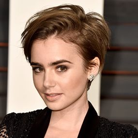 Oscars 2015 Best Looks - Lily Collins - Pixie Crop http://hairello.com/blog/best-looks-from-the-oscars-2015/