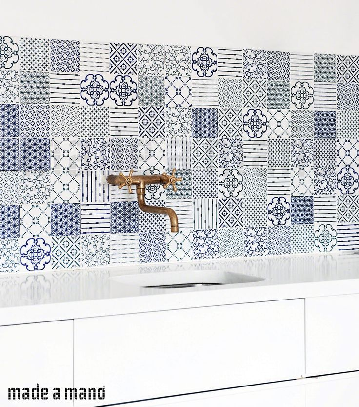 Amazing patchwork of #madeamano novecento collection #tiles for a beautiful modern #Kitchen (Blue like the sea?) For more information visit our website: http://www.madeamano.it/en