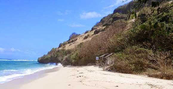 16 Pantai Dengan Pemandangan Indah Di Bali Pemandangan Lautnya Yang Indah Dan Adat Istiadat Bali Yang Masih Sangat Terjaga Me Di 2020 Pemandangan Pantai Hidden Beach