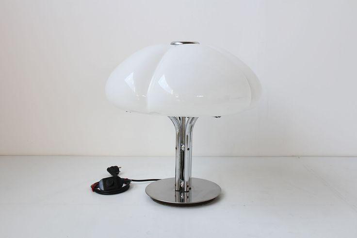 QUADRIFOGLIO GAE AULENTI LAMP https://www.galerie44.com/collection/luminaires/lampe-de-bureau-gae-aulenti-modele-quadrifoglio-blanc-edition-guzzini-1970-details