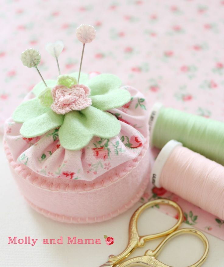 Make a Lucky Pin Cushion for St Patrick's Day - Molly and Mama