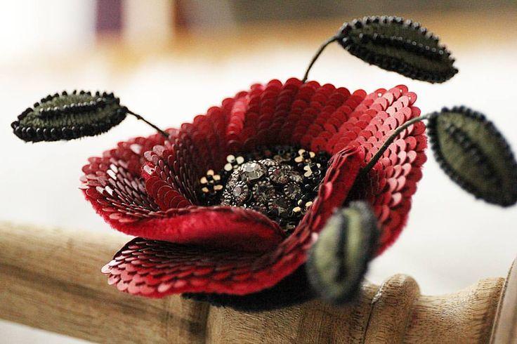 #мастерскаячудесныхвещей #мастерскаяИнгаМарита #бисероплетение #цветок #beadembroidery #luneville #LUXURY #totalfemale #especiallyforyou #especial #swarovski #colection #exlusive #love #poppy  Рoppy flower ❤