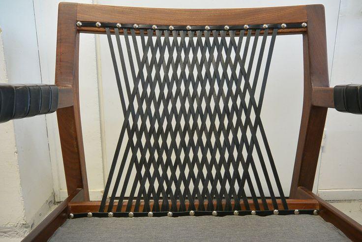 Hiort af Ornäs Rialto tuolin selän nahkapunonta