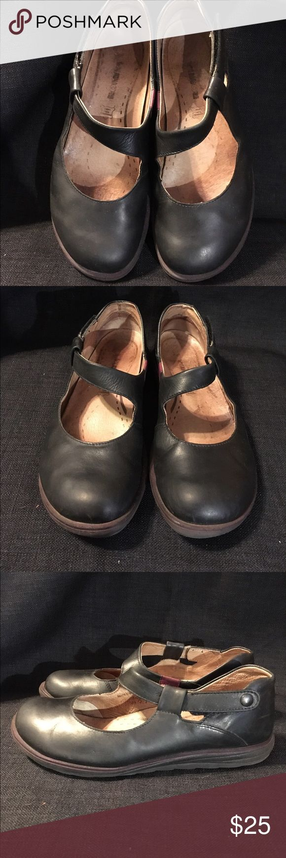 Size 9/39 Romika Mary Janes Cute black leather size 9 Romika Mary Janes, good condition and gently used. These are amazingly comfortable. romika Shoes Flats & Loafers